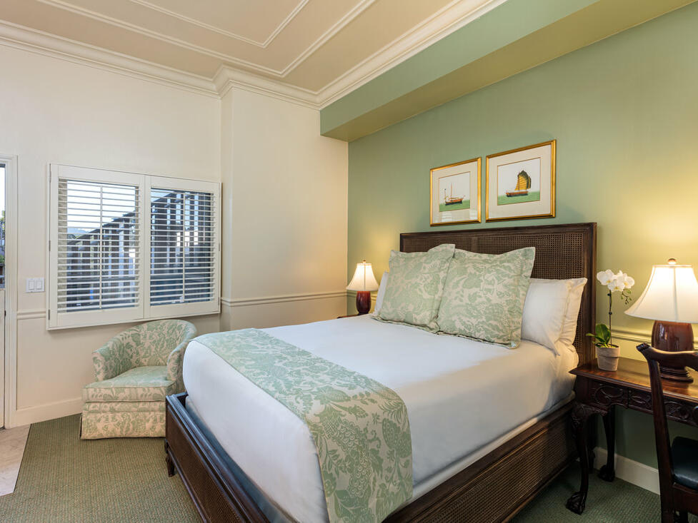 Standard Queen Room with a queen size bed at Tally Ho Inn