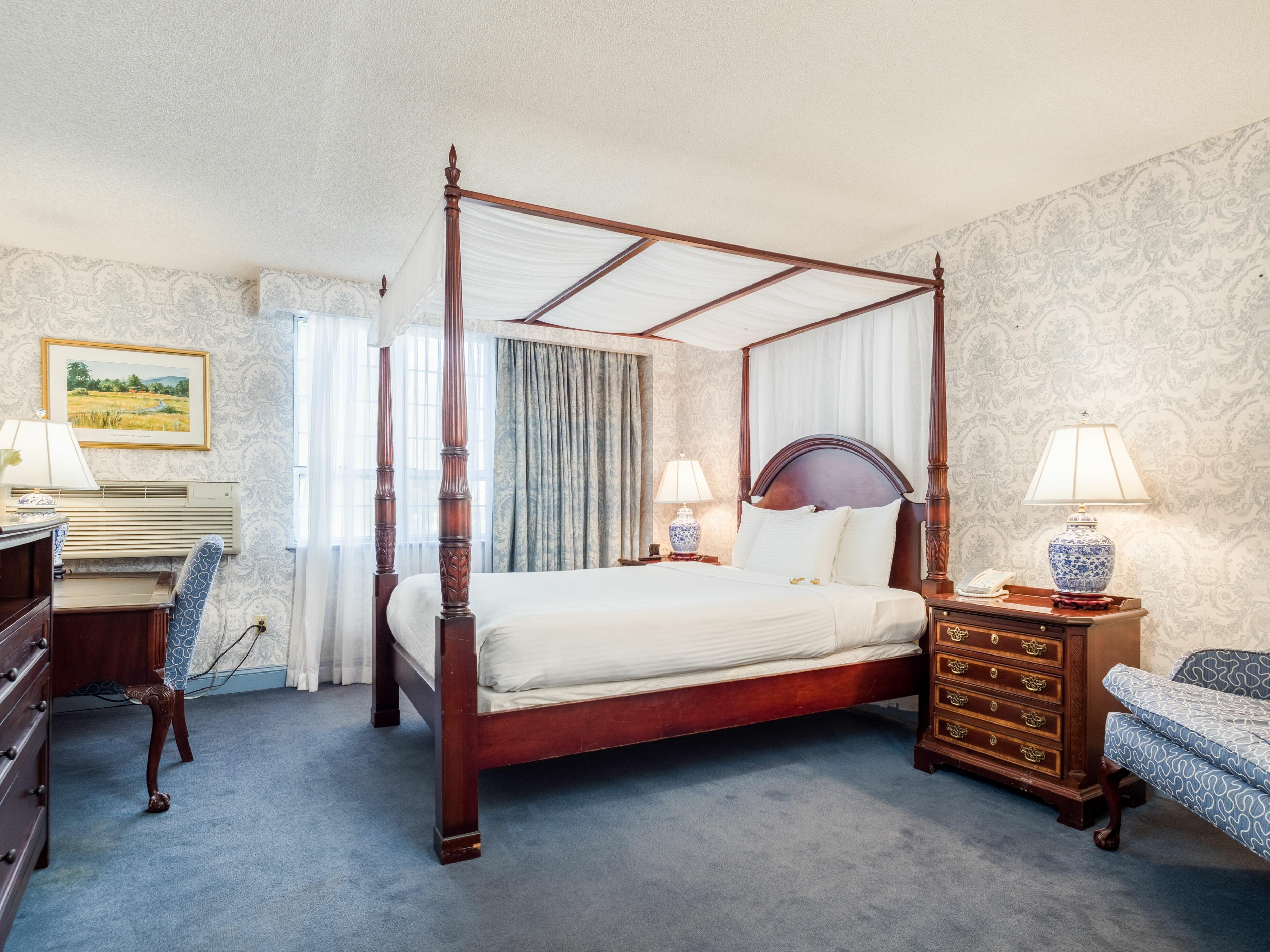 Deluxe Room with king bed at Farmington Inn and Suites