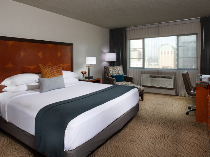 Deluxe King Park View Room with one bed at Paramount Hotel Portland