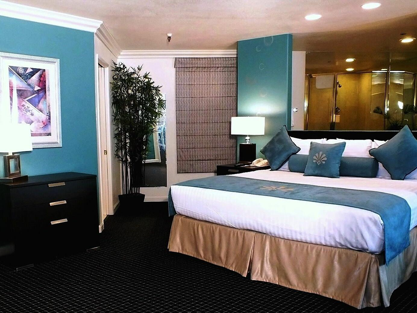 Majestic 1 Bedroom King Suite at the Alexis Park Resort