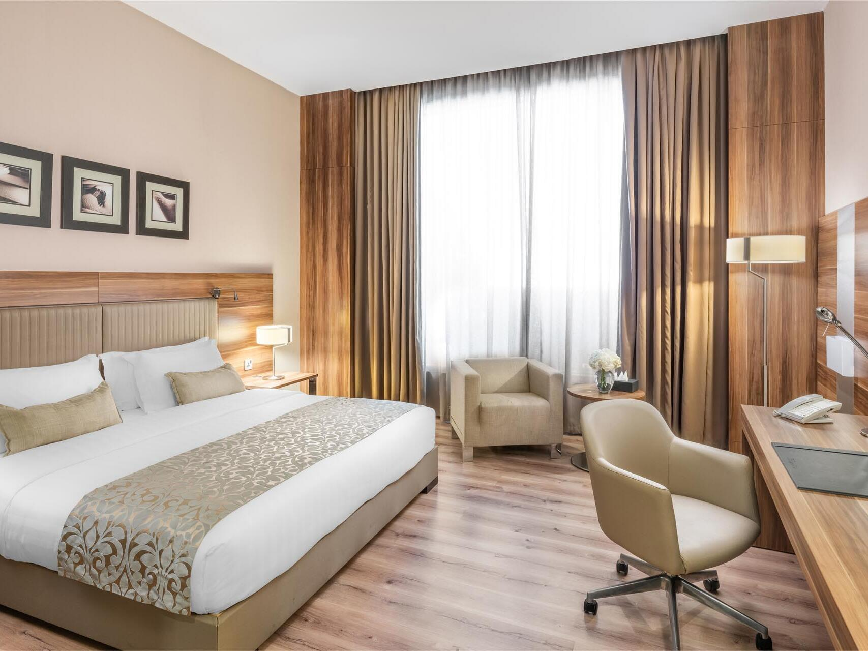 Deluxe Room City View with one bed at Bay La Sun Hotel & Marina