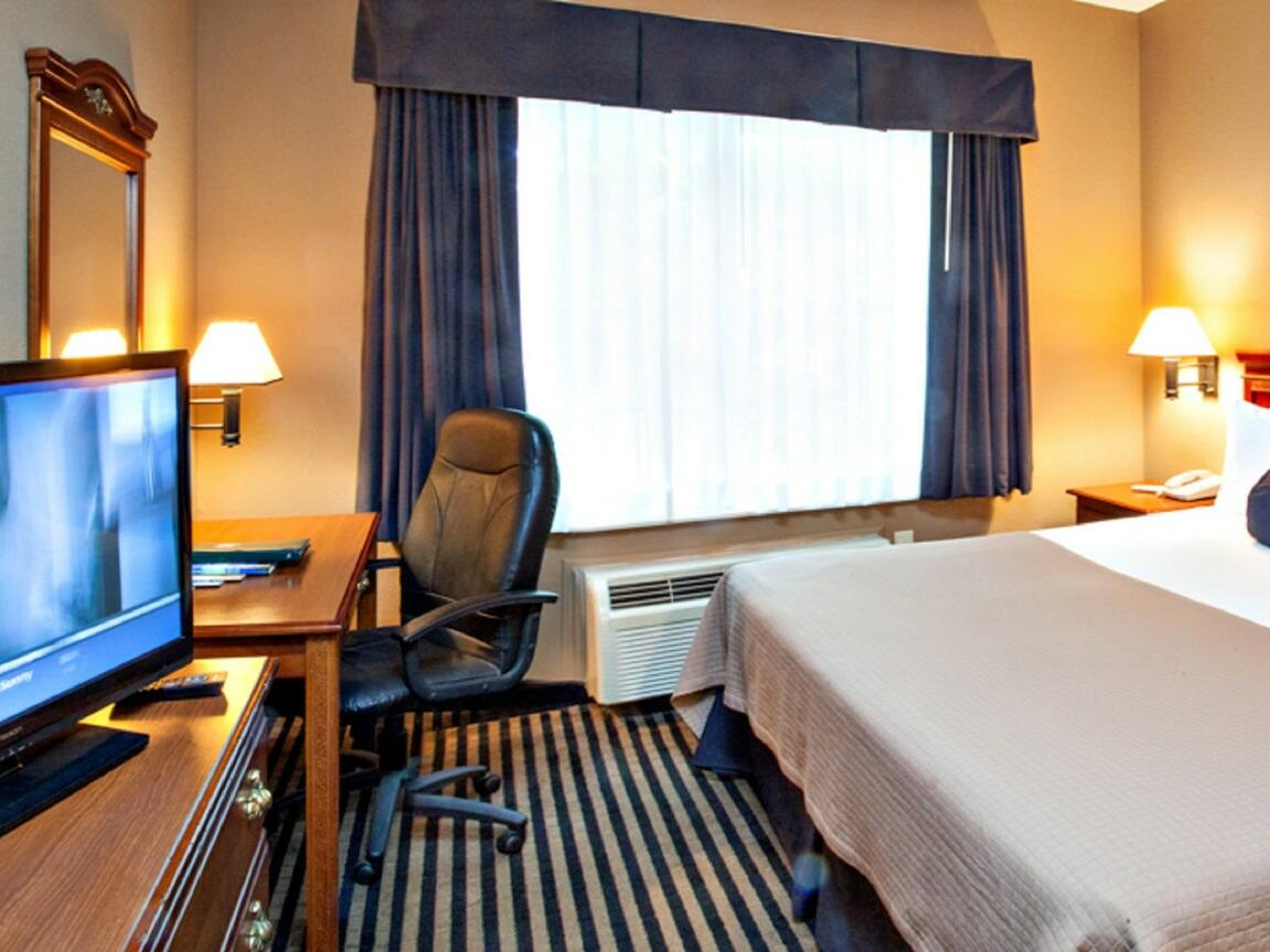 Preferred King Suite with one bed at Mountain Inn & Suites