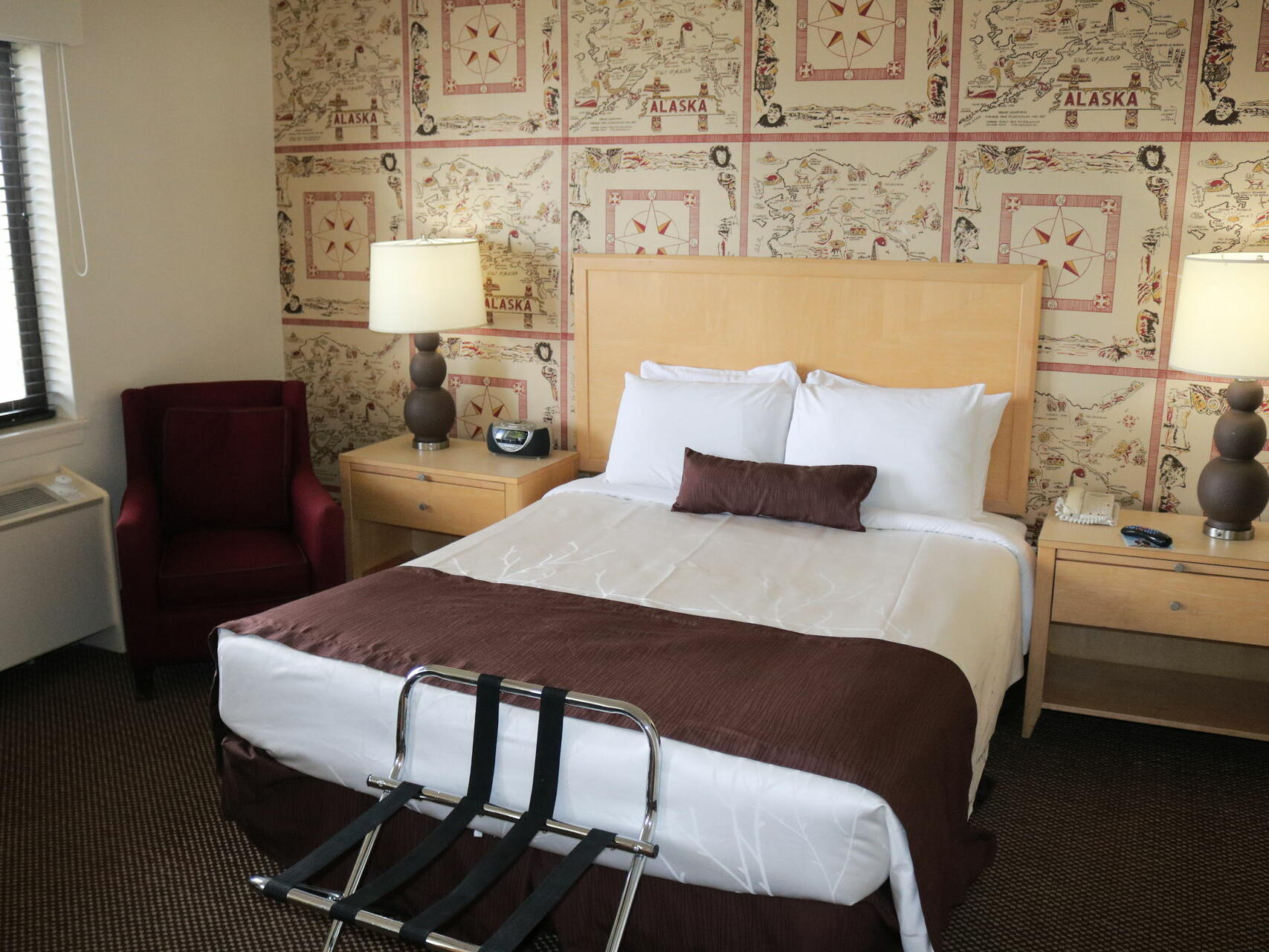 Single Queen Premium Room with one bed at Inlet Tower