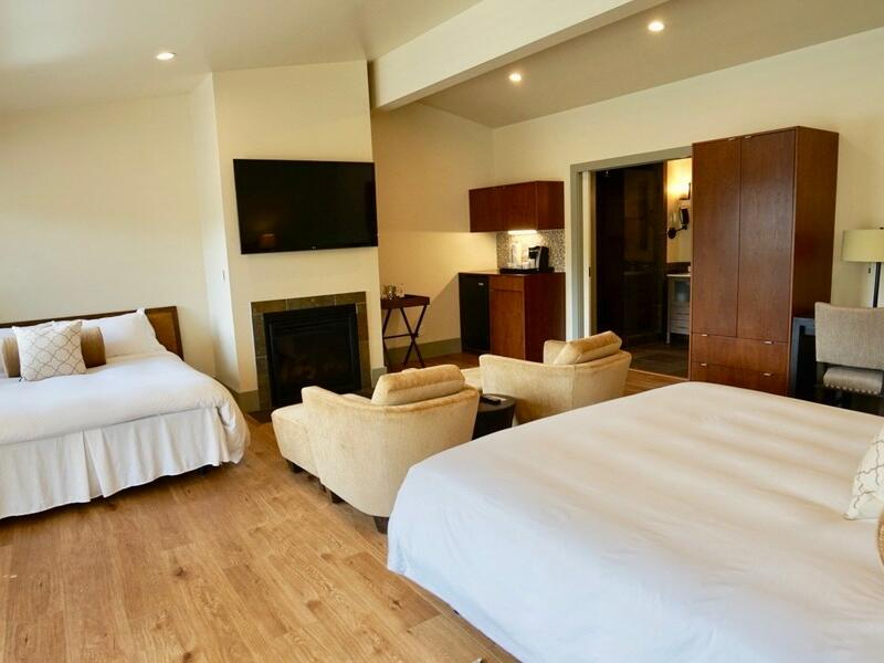 Superior Two Beds bedroom with kingbed at Heritage House Resort