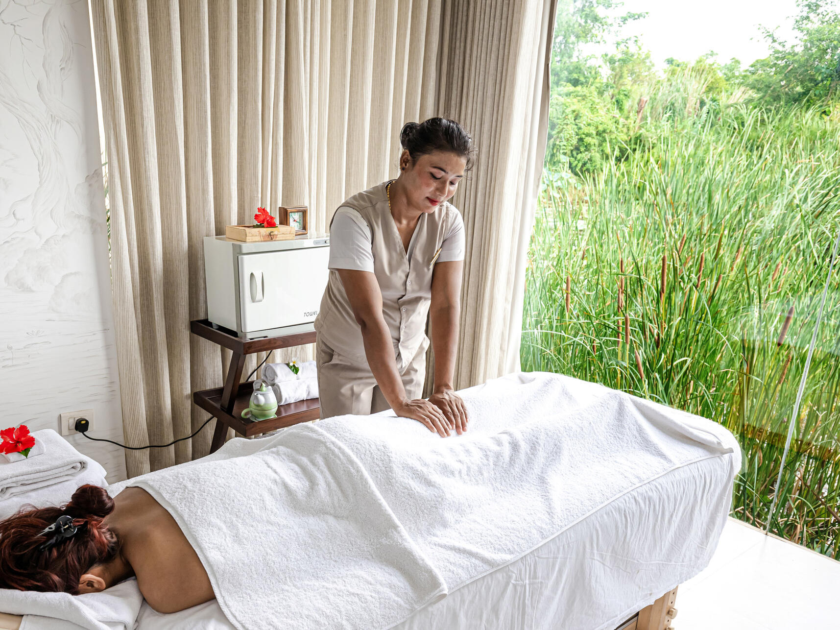 Lady massaging in spa at Meghauli Serai