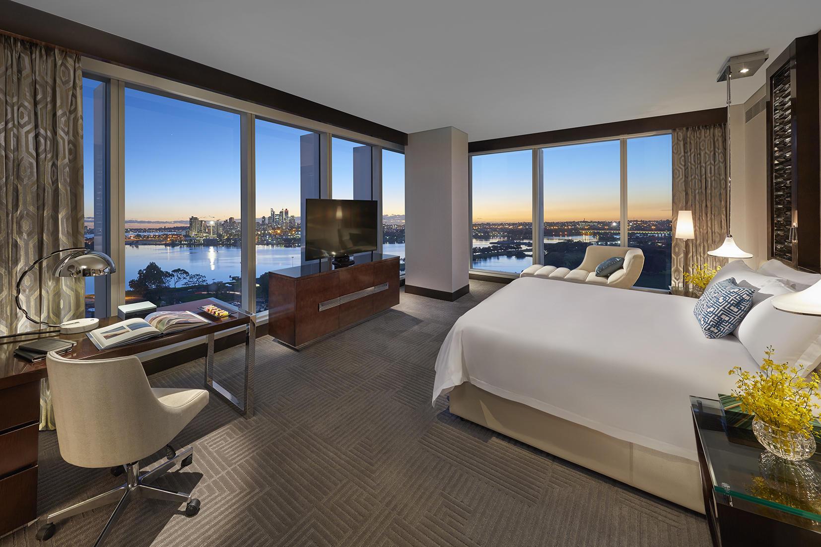 <p>Rooms & Suites at Crown Towers</p>