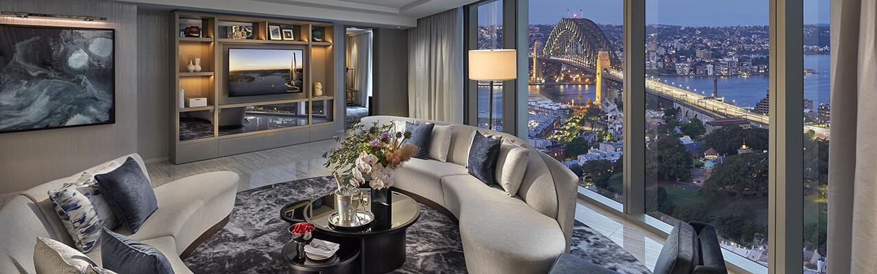 <p>Rooms & Suites</p>
