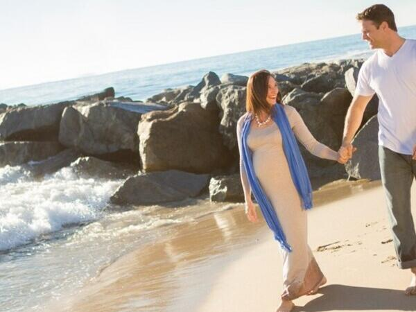 Couple walking in the beach near the Pullman Bunker Bay Resort