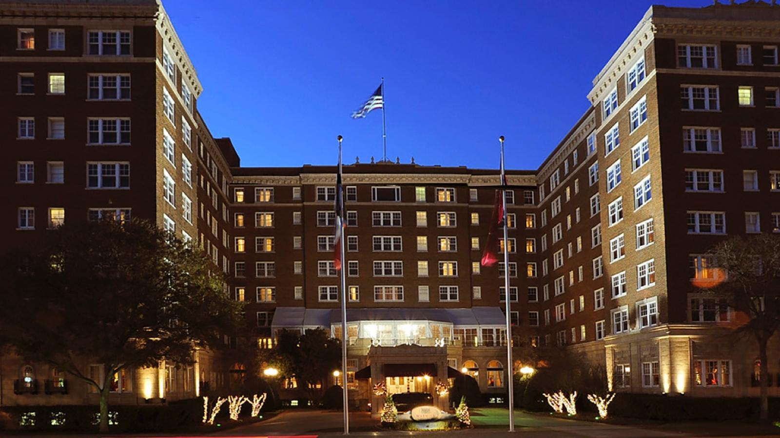 Warwick Melrose Dallas facade