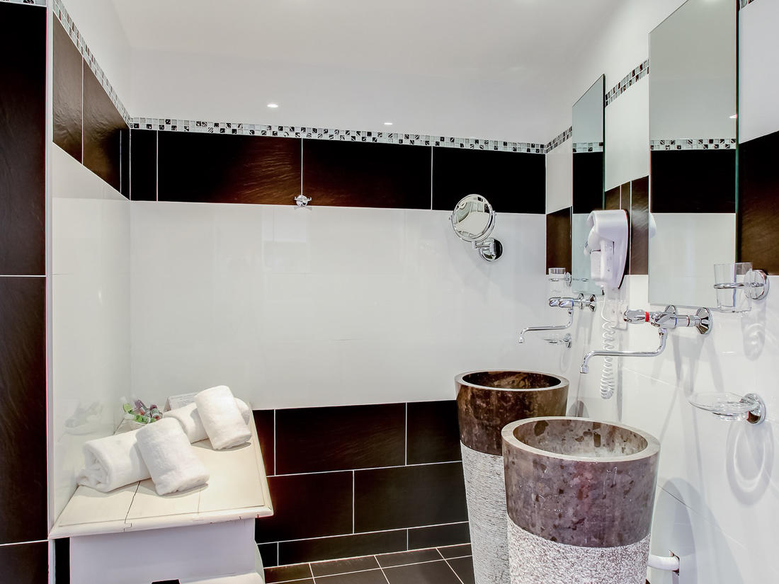 Junior Suite Bathroom La Villa at Roc e Fiori Hotel
