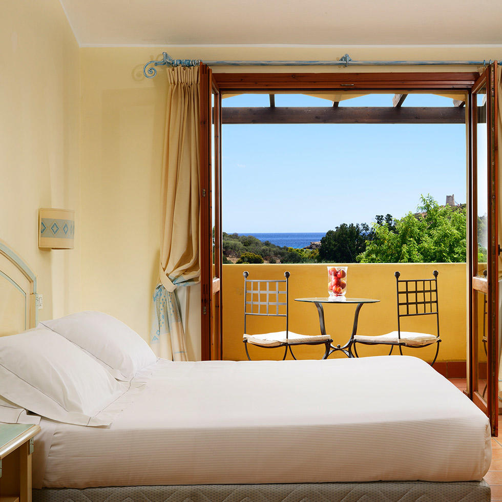 falkensteiner-hotel-torre-chia-rooms-SuperiorRoomLateralSeaView