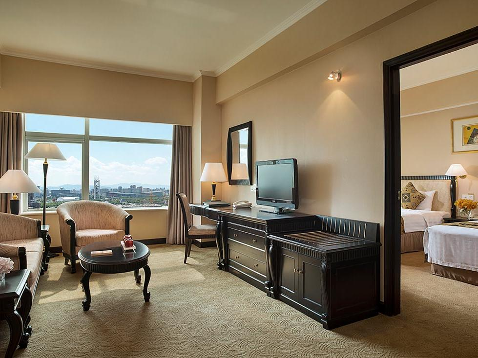 Business Suite with Twin or King Bed