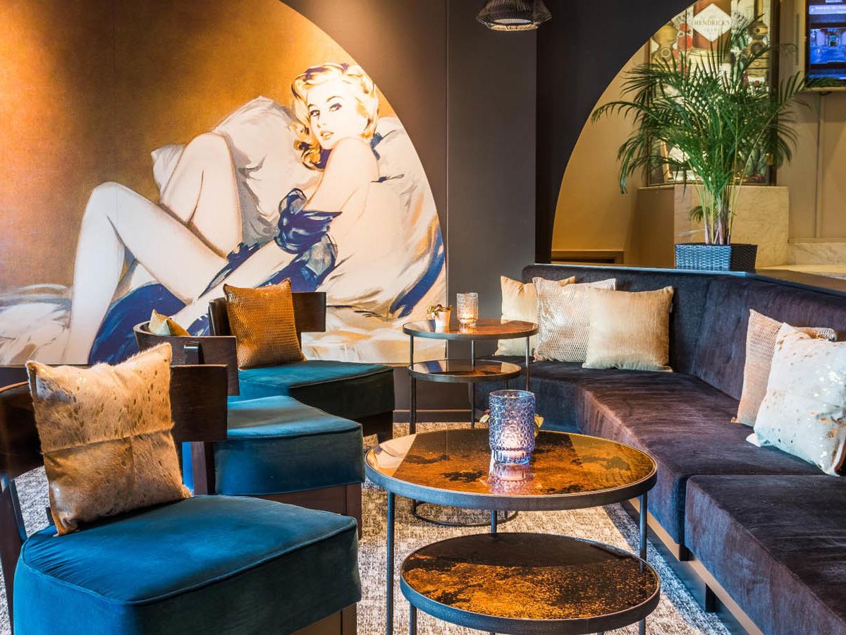 Bar Kingfisher Living Room Martin Chateau du Lac