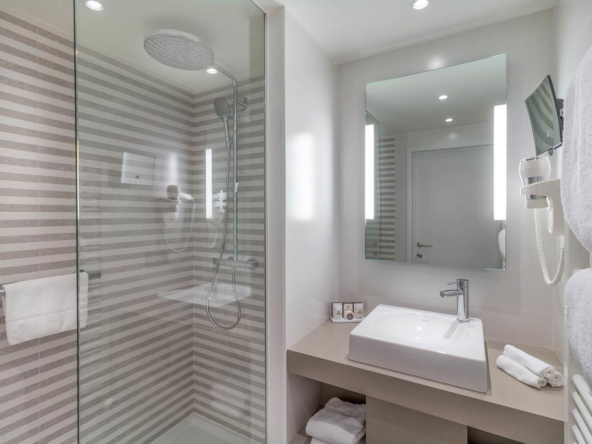 Cosy Bathroom Martin Chateau du Lac