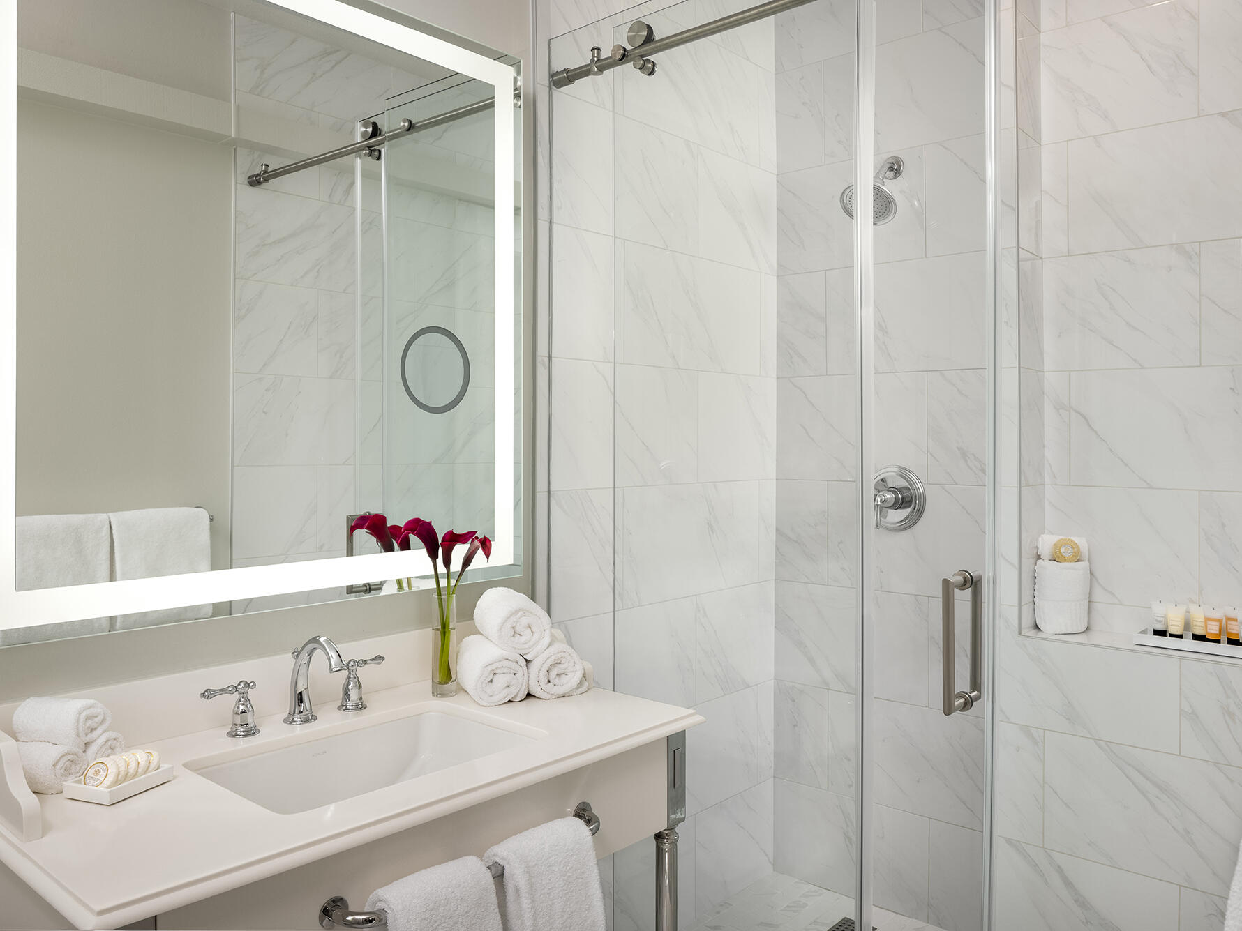 Corner King Bathroom Warwick Melrose Dallas