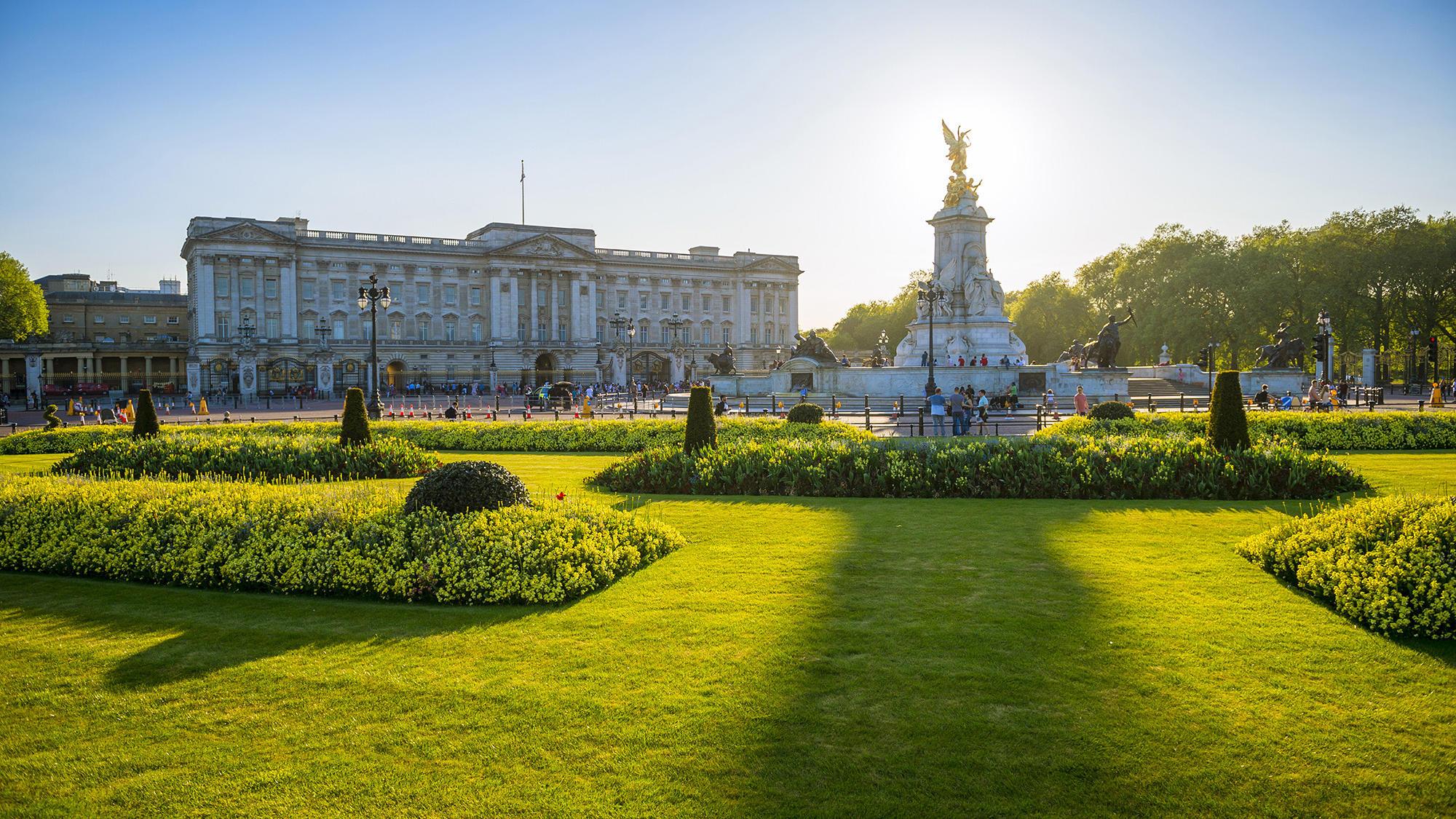 buckingam palace london summer