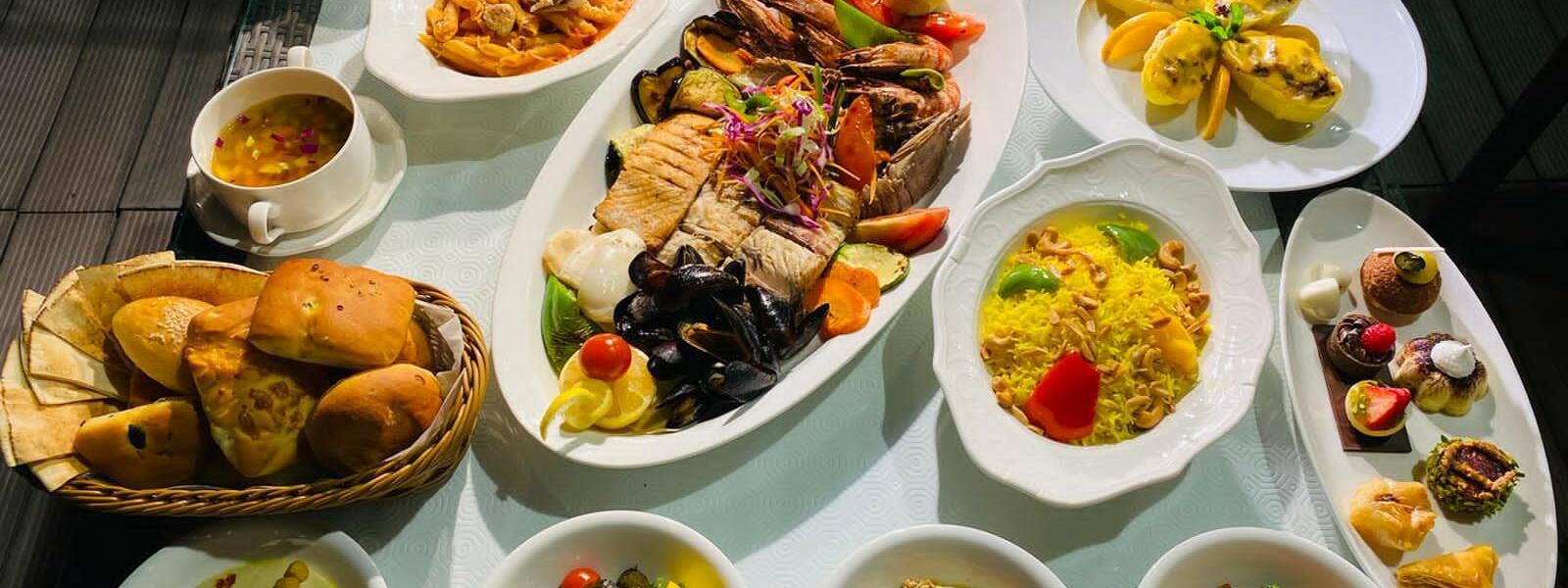 ليلة المأكولات البحريّة وركن السوشي