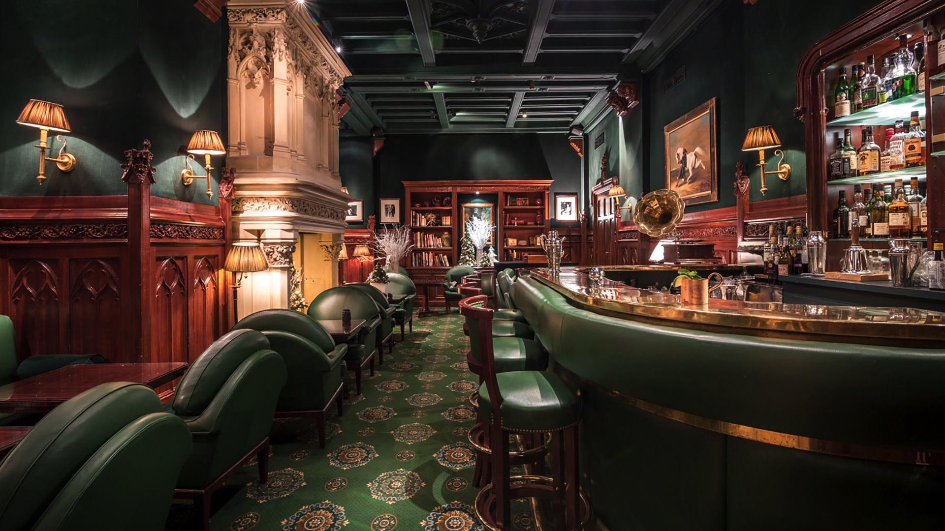 Duke's Bar Overview at Hôtel Westminster