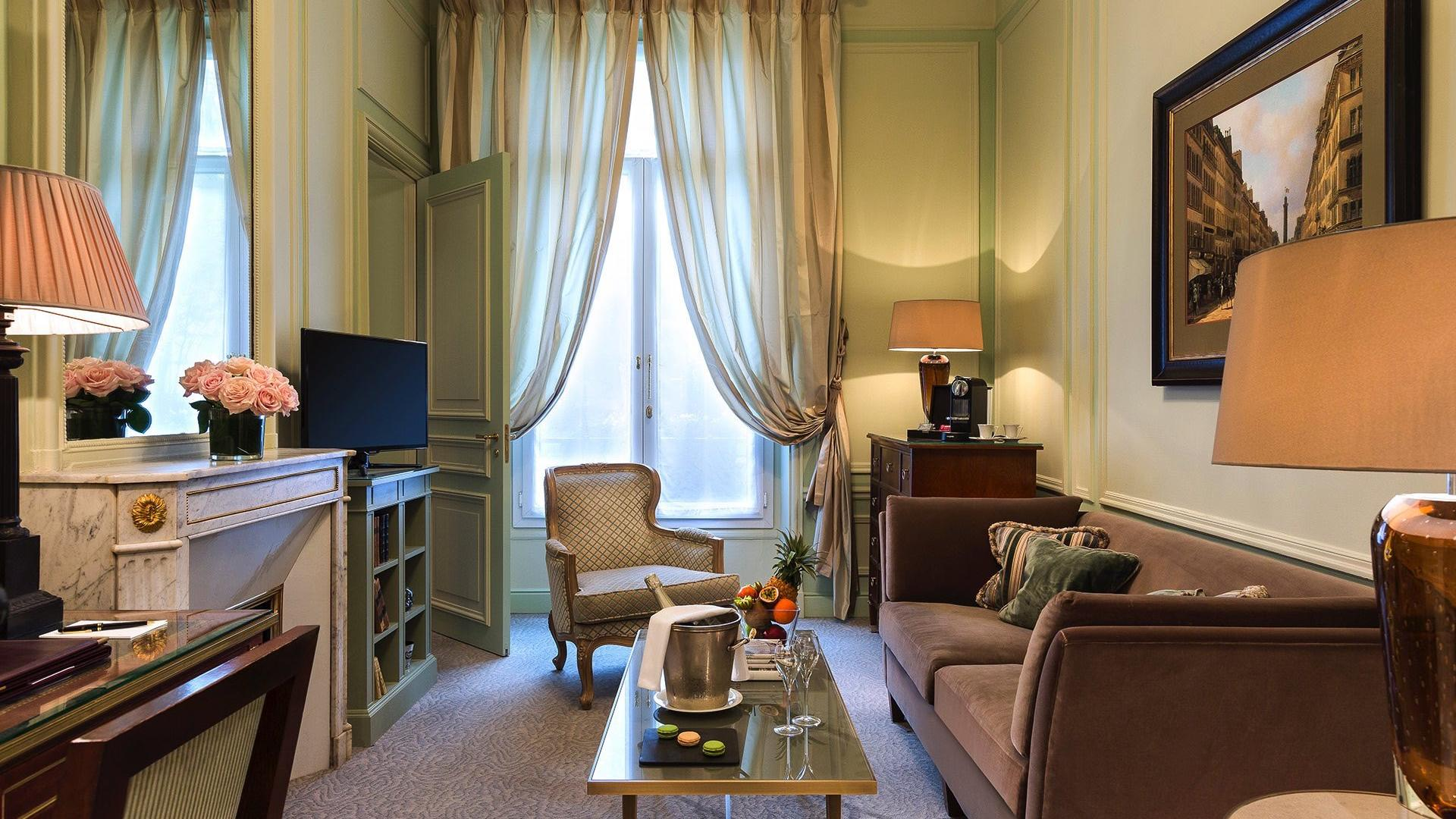 Suite signature Suite Living Room at Hôtel Westminster