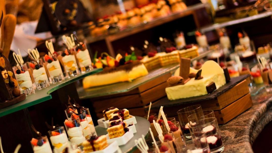 L_Auberge Restaurant Sweet Buffet (vertical)
