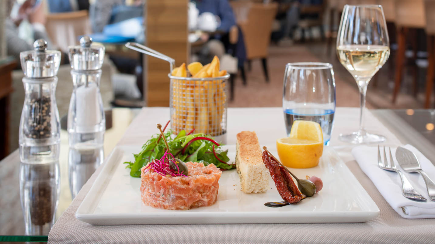 Chef specials' Tartar of smoked salmon at Téséo Restaurant in Geneva