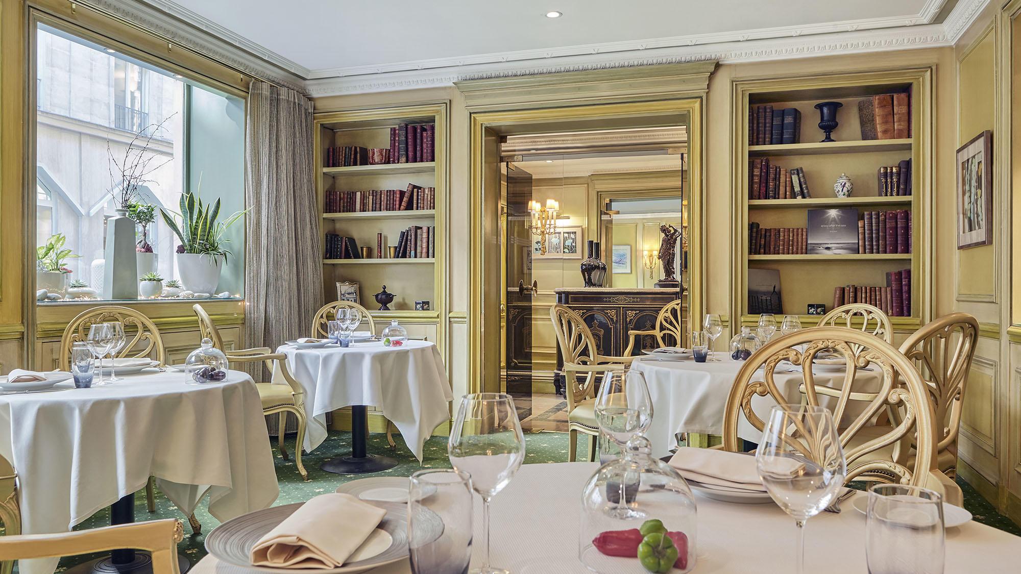 Le Celadon Restaurant Large shot at Hôtel Westminster