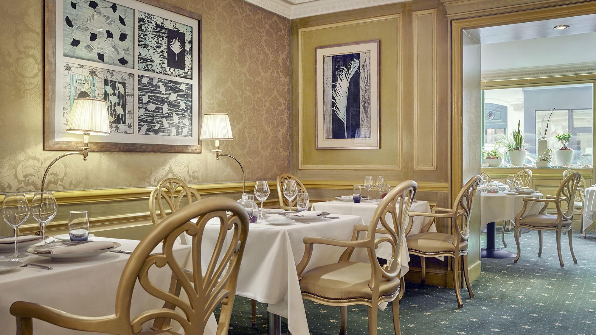 Le Celadon Restaurant Multiple Tables for Two at Hôtel Westminster