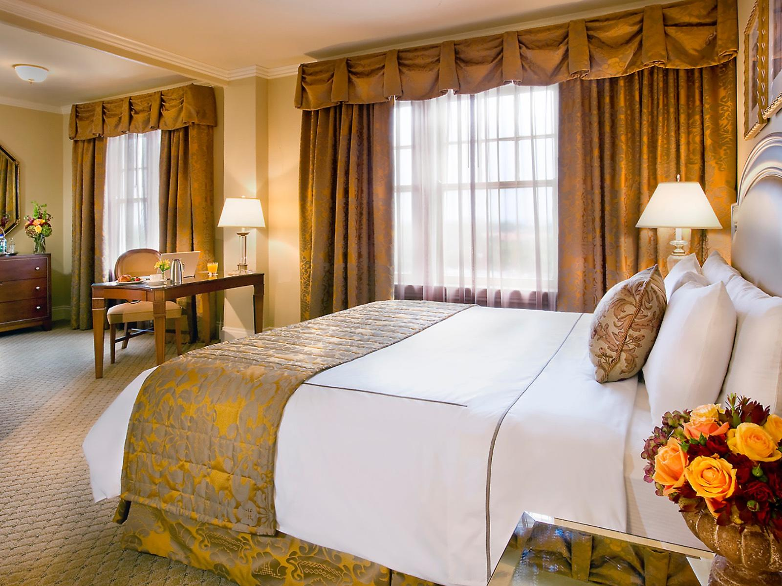 Classic King Room at Warwick Melrose Dallas