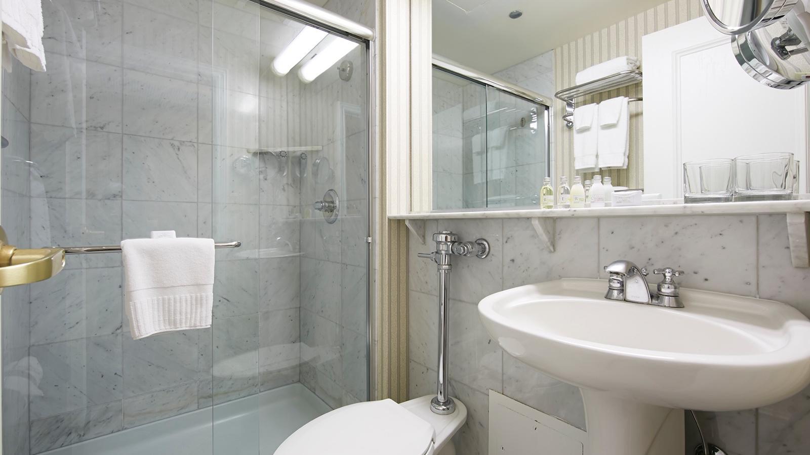 Executive King Bathroom