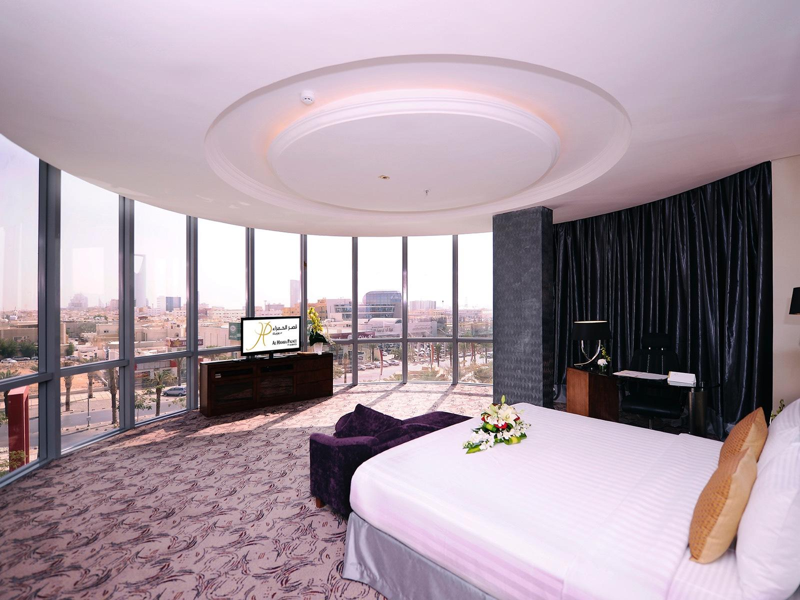 Panoramic Suite TV Al Hamra Palace by Warwick