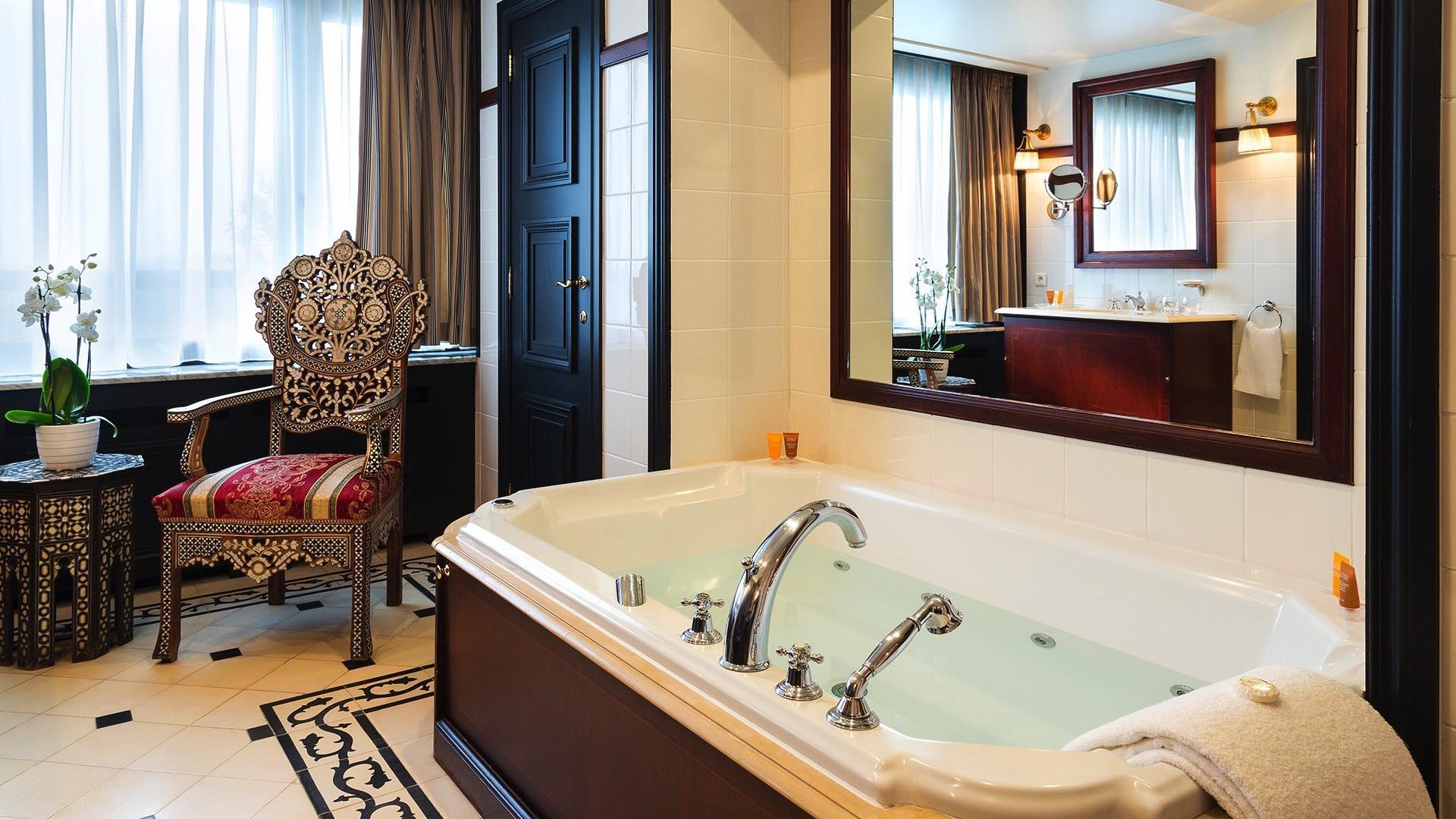 Barsey Suite Bathroom