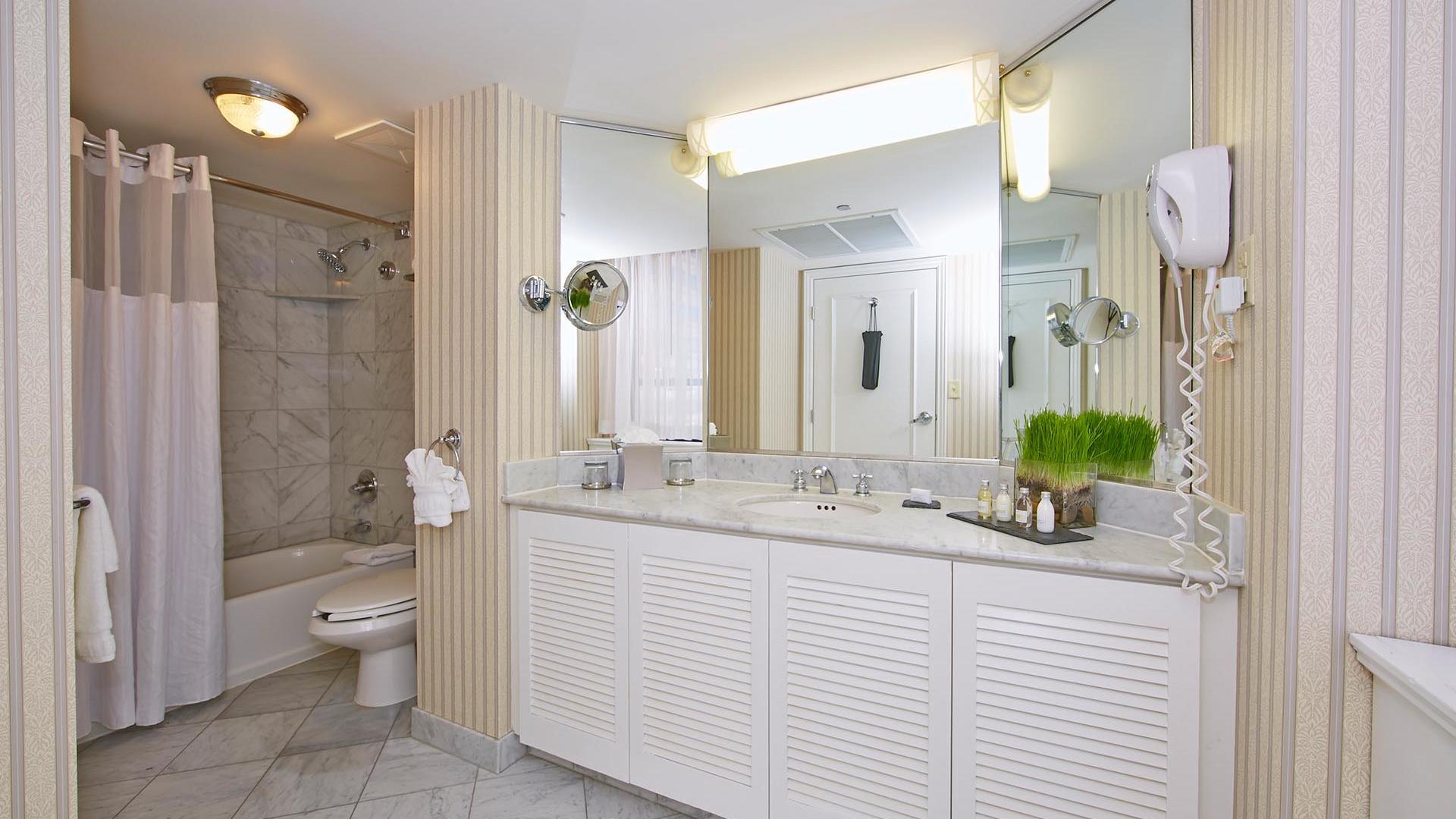 Specialty Suites Bathroom at Warwick Allerton