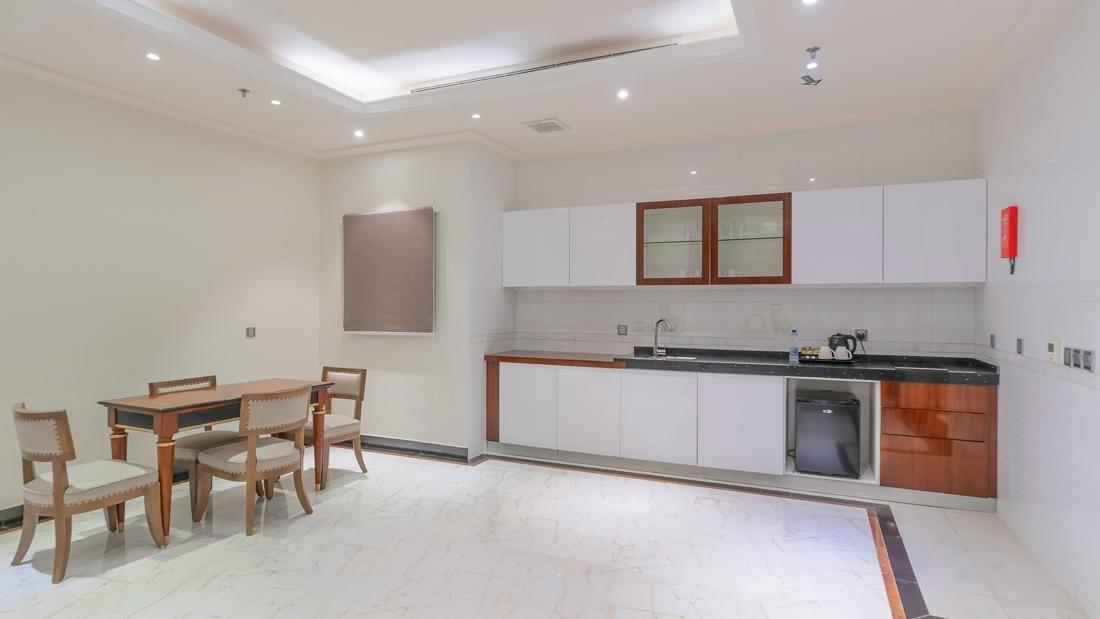 Deluxe Kitchenette and dining area