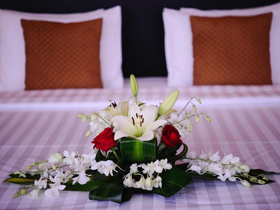 Deluxe Room flower decoration at Al Hamra Palace by Warwick