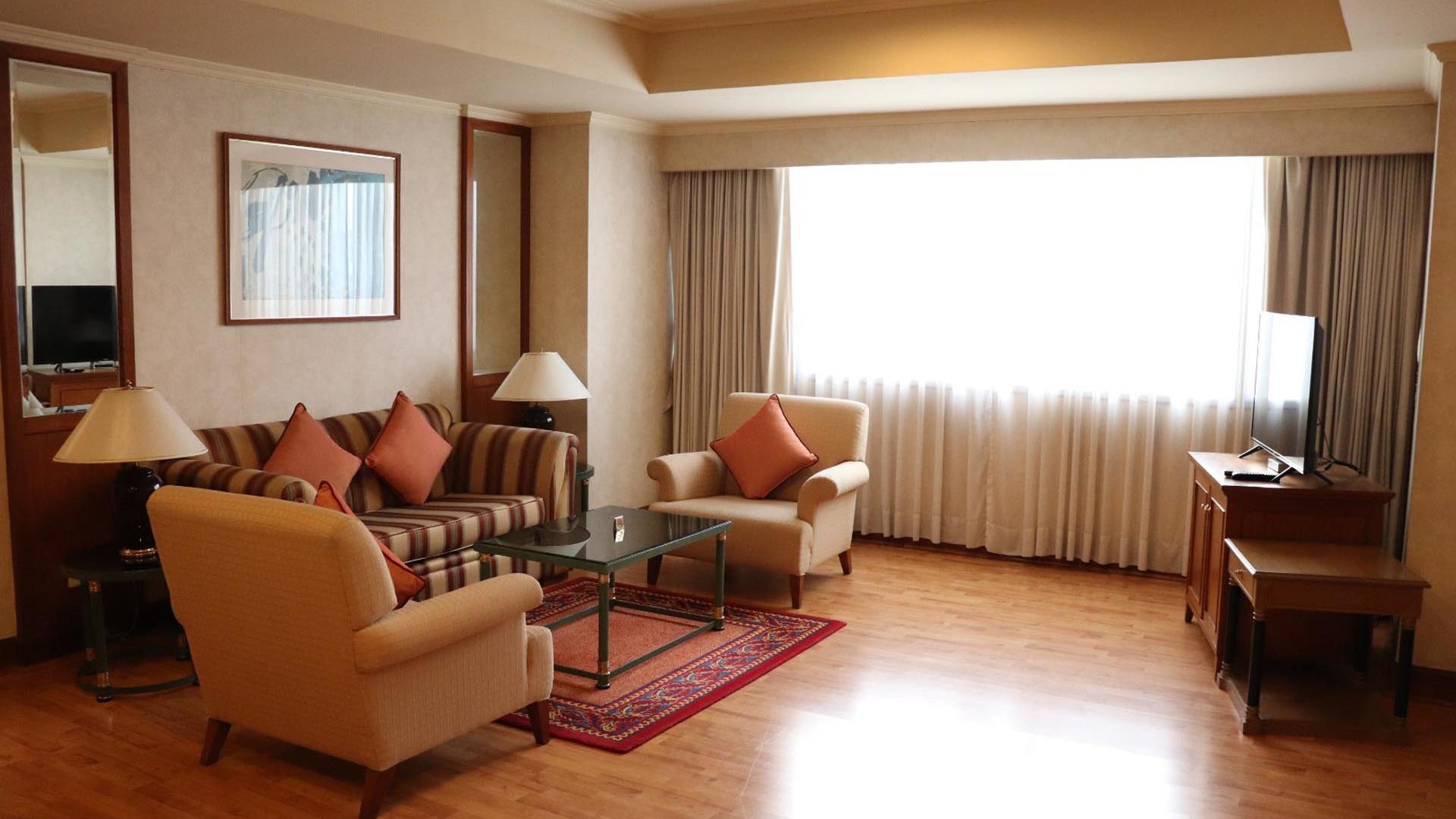 One Bedroom Grand Suite Living Room