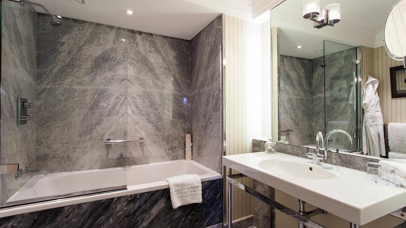Junior Suite Bathroom Room at The Levin