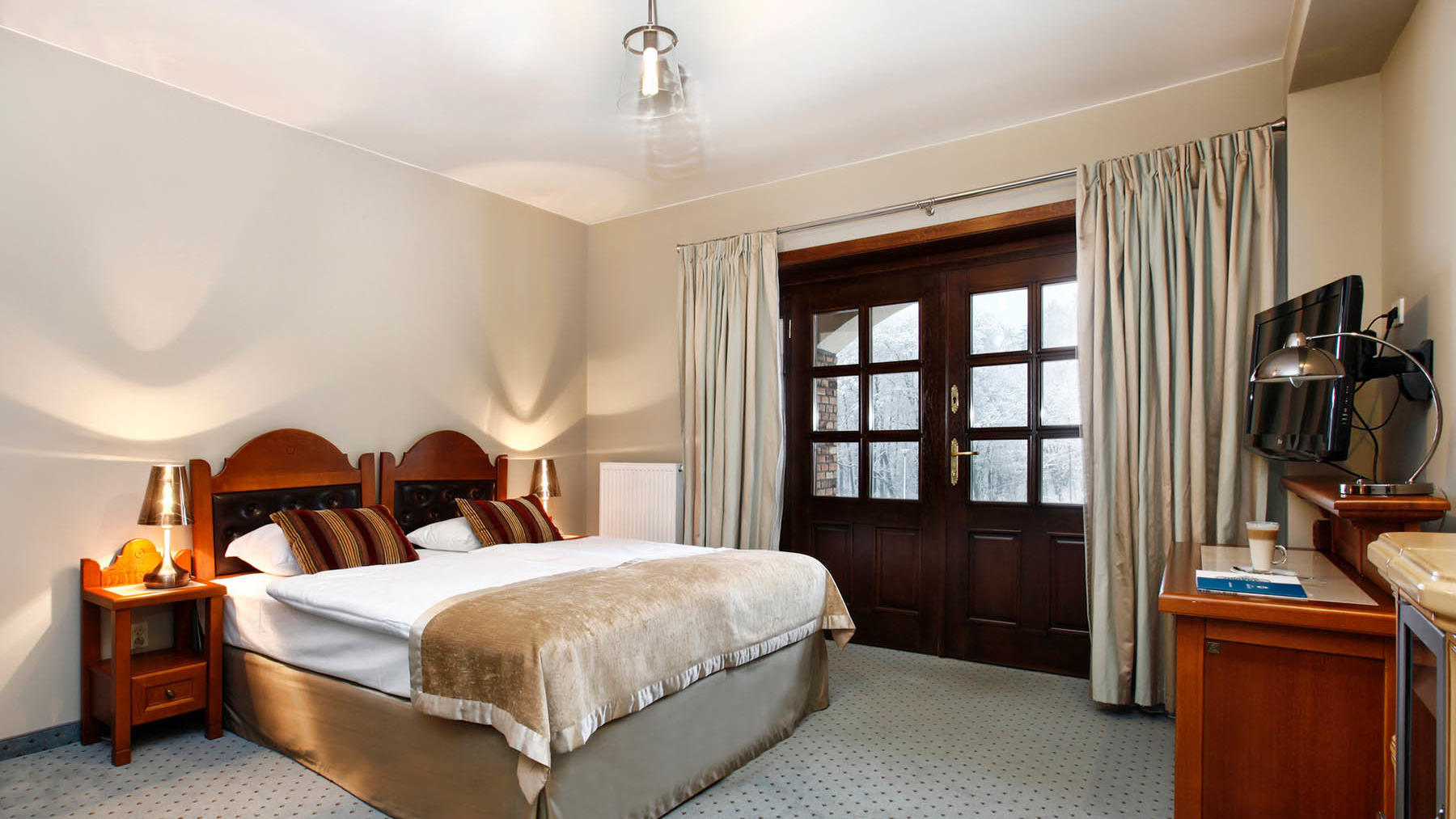Family suite in the guesthouse offer details