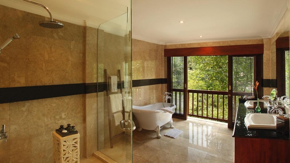 Treetop Suite Bathroom at Warwick Ibah