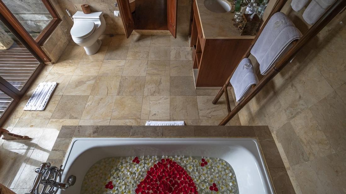 Bathroom Bad Heart at Warwick Ibah