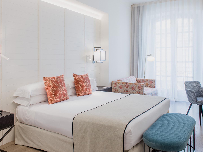 Superior Luxury Room Bed