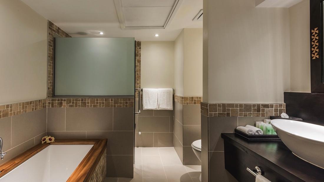 Warwick Fiji Suite Bathroom