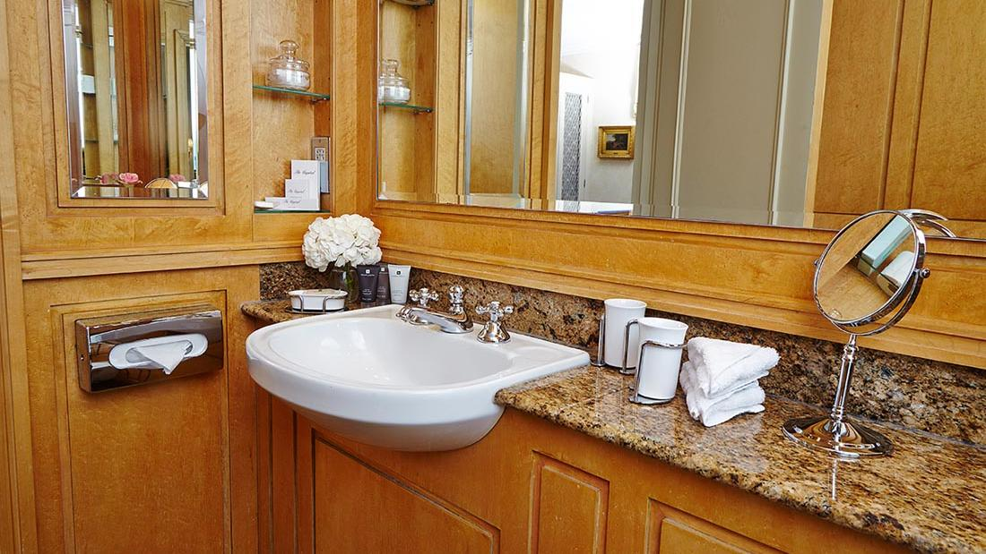 Deluxe Bathroom at The Capital by Warwick