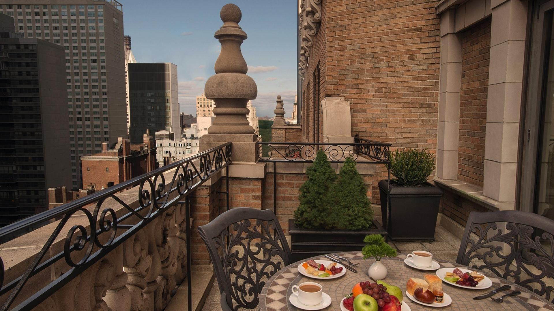 Signature Suite Terrace Breakfast