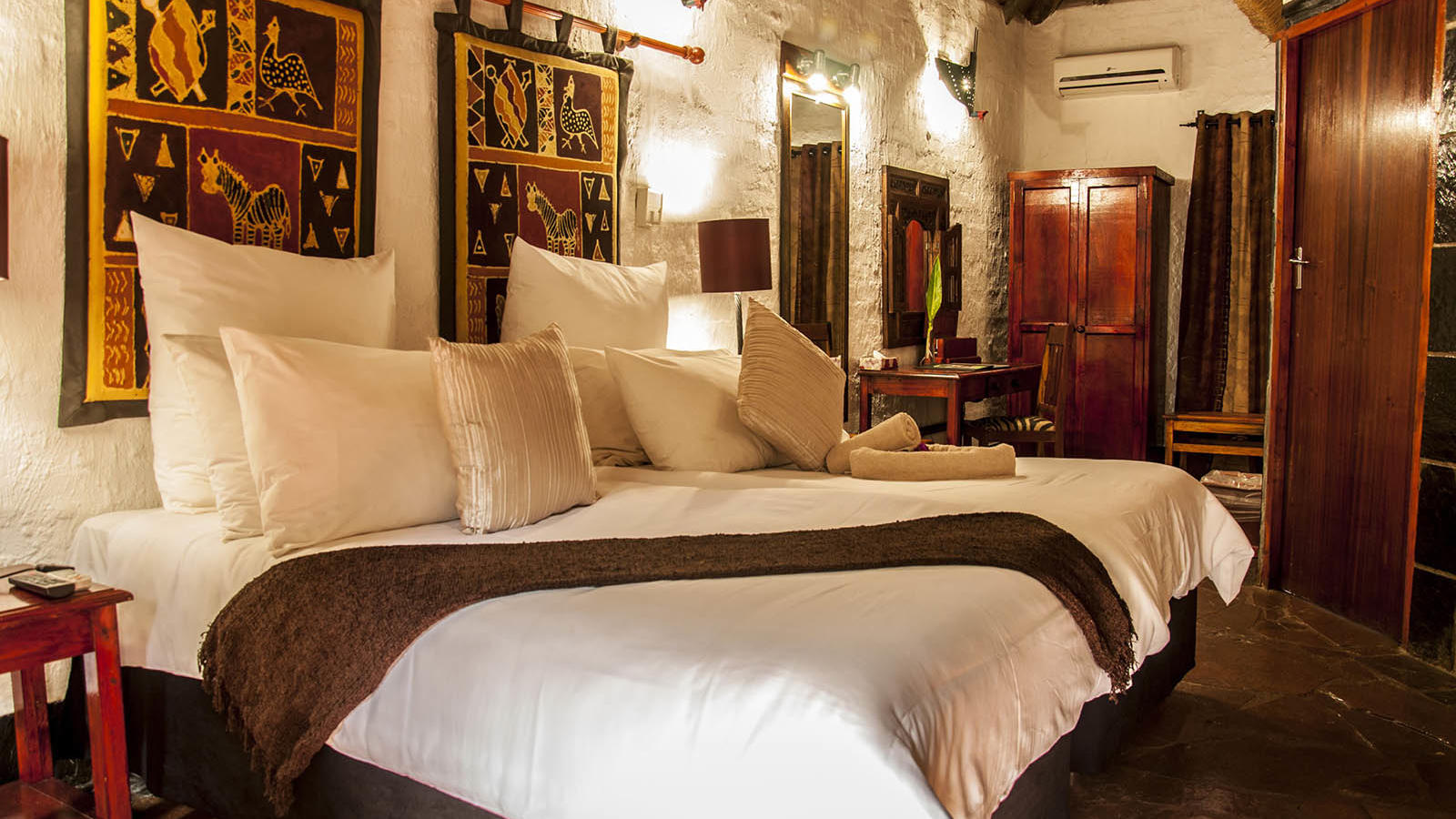 Deluxe room at Kedar Heritage Lodge by Warwick