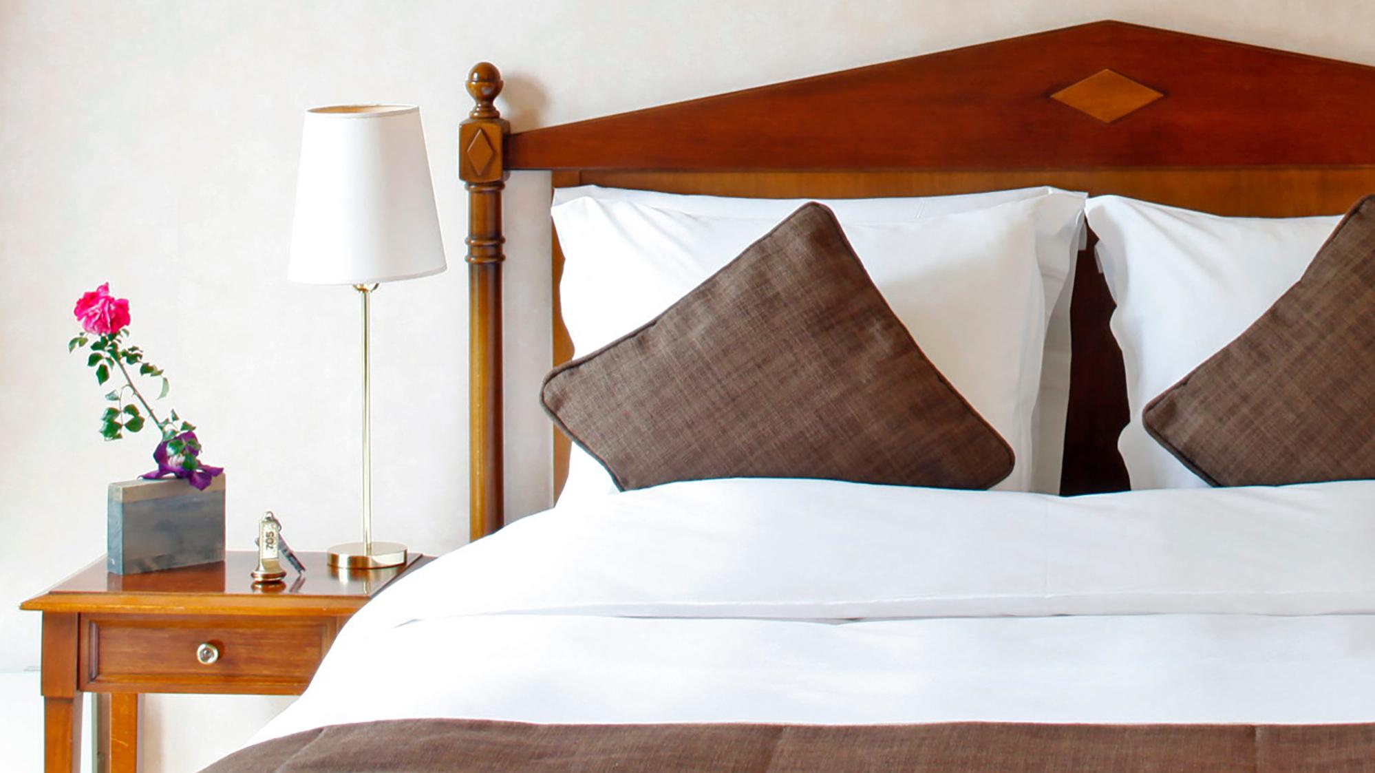 Deluxe Room Focus Bed at Warwick Reine Astrid Lyon