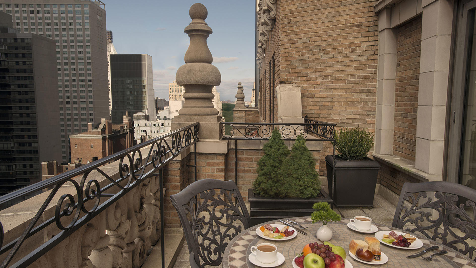 Suite with Terrace at Breakfast