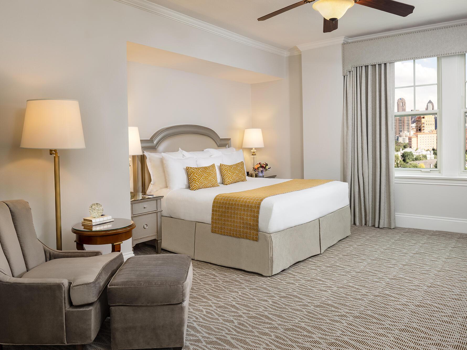 Classic King Room Warwick Melrose Dallas