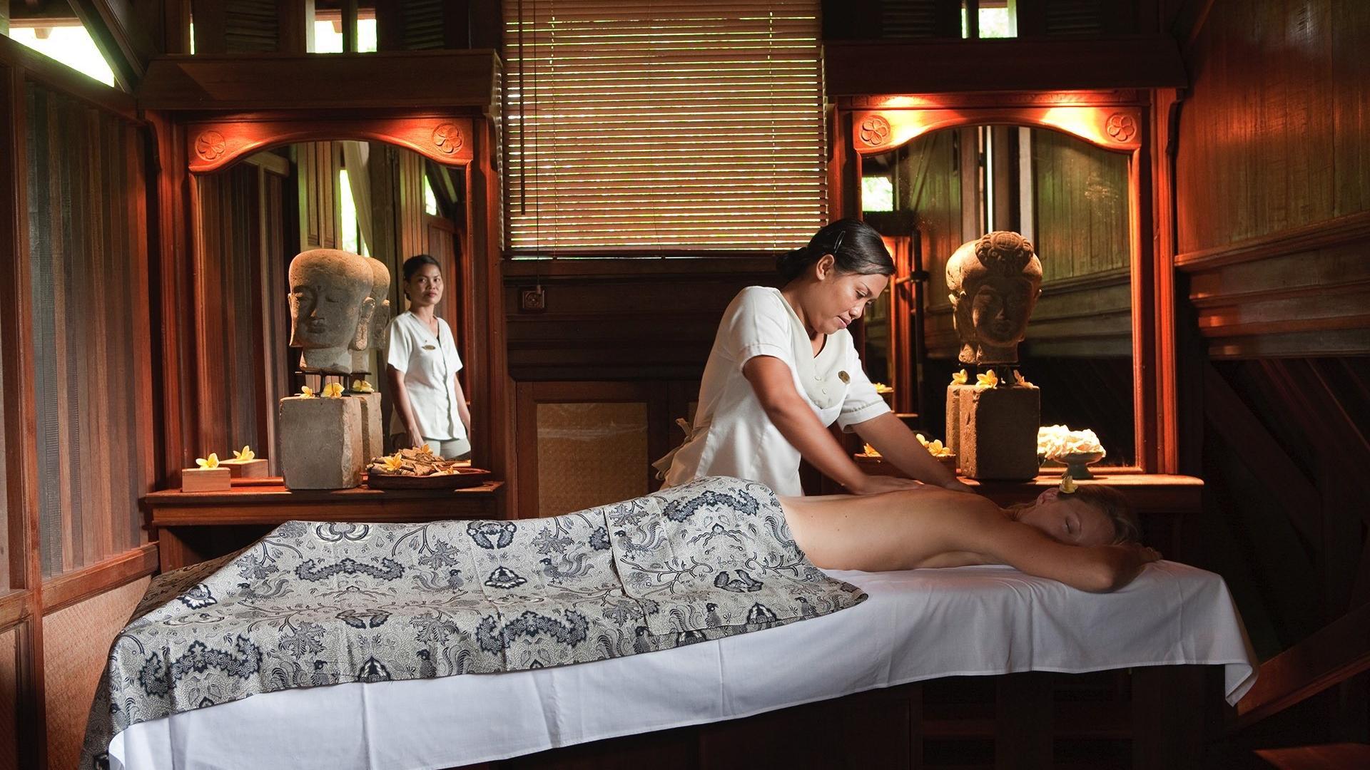 Massage service at Warwick Ibah