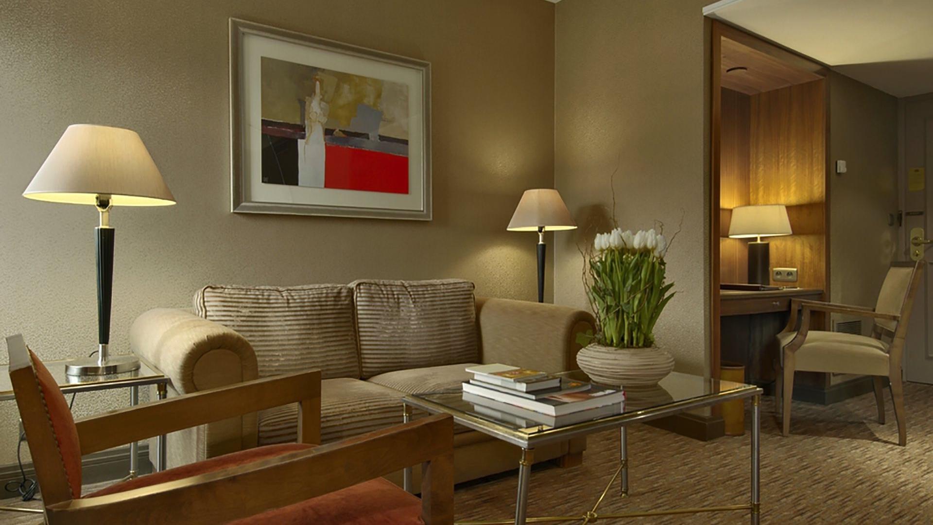 Junior Suite Living Room (alternative)