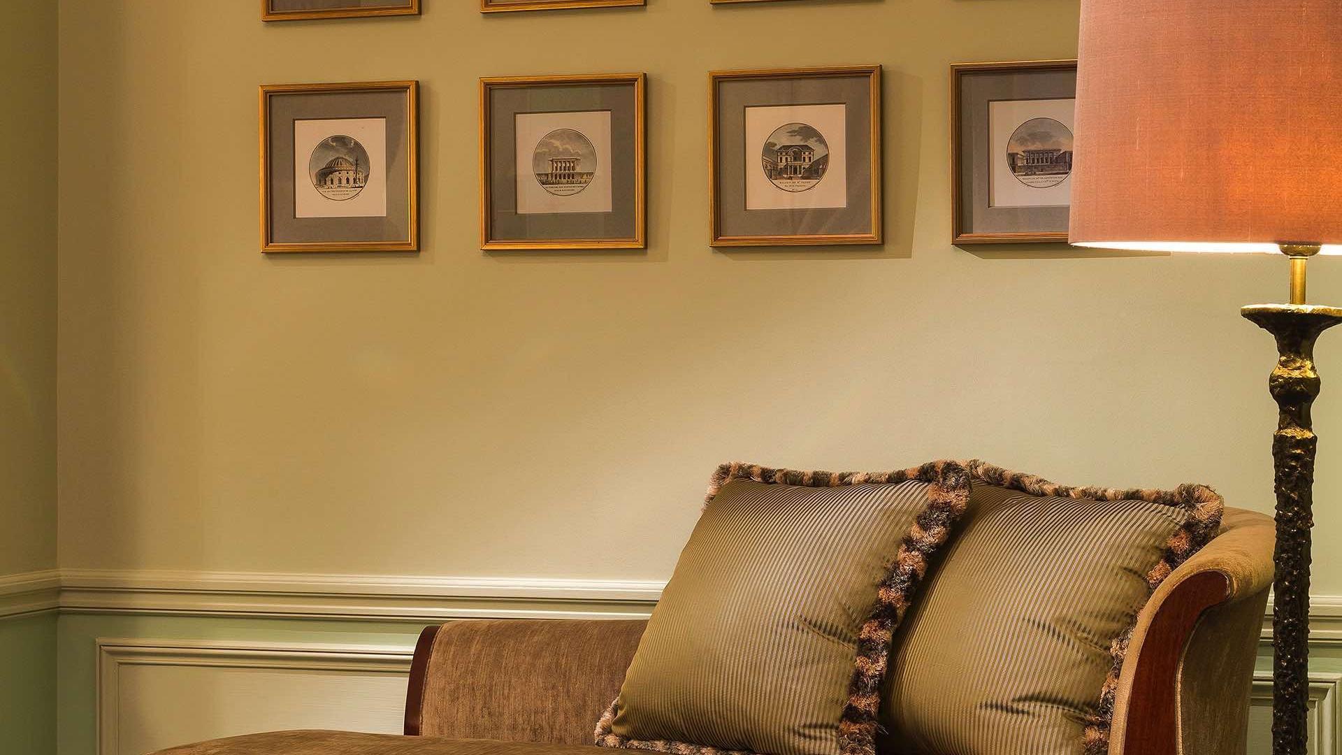 Suite _ Signature Suite Living Room Meridienne